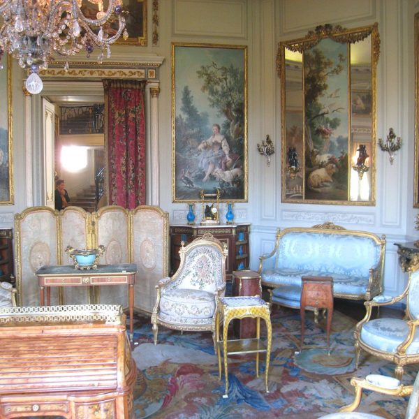 Louis XV Furniture: French Rococo style
